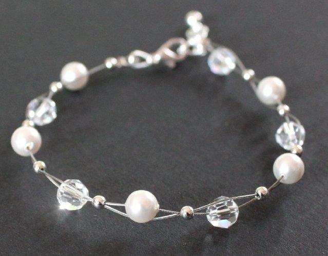 armband mit swarovski kristallen perlen wei crystal. Black Bedroom Furniture Sets. Home Design Ideas